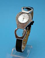 """Женские наручные часы с узким кожаным ремешком и стразами  """"Маркем"""""""