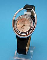 """Женские наручные часы с оригинальным корпусом и узким кожаным ремешком """"Монреаль"""""""