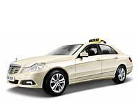 MAISTO Автомодель (1:18) Mercedes Benz E-Class German Taxi version светло-жёлтый