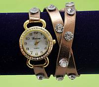"""Женские наручные часы-браслет на кожаном ремешке с большими стразами """"Бурра"""", коричневые"""