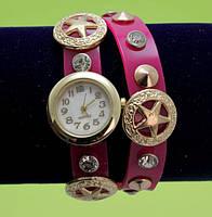 Женские наручные часы-браслет на ремешке со стразами и заклепками, красные