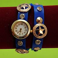 """Женские наручные часы-браслет на кожаном ремешке с заклепками и стразами """"Ньюстед"""", синие"""