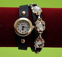 """Женские наручные часы-браслет на кожаном ремешке с золотой фурнитурой и заклепками """"Оберон"""", коричневые"""