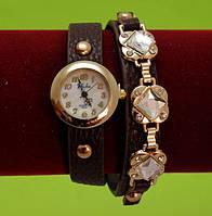Женские наручные часы-браслет на ремешке со стразами и заклепками, коричневые