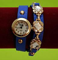 Женские наручные часы-браслет на ремешке со стразами и заклепками, синие