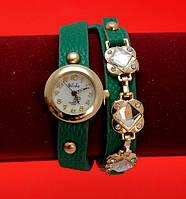 Женские наручные часы-браслет на ремешке со стразами и заклепками, зеленые