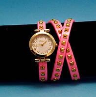"""Женские наручные часы-браслет на кожаном ремешке с заклепками """"Наки-Лагун"""", розовые с золотым"""