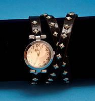 """Женские наручные часы-браслет на кожаном ремешке с заклепками """"Торбей"""", черные с серебром"""