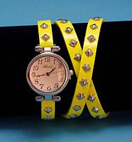"""Женские наручные часы-браслет на кожаном ремешке с заклепками """"Каррата"""", желтые с серебром"""