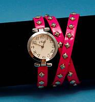 """Женские наручные часы-браслет на кожаном ремешке с заклепками """"Нора-Хед"""", розовые с серебром"""