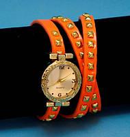 """Женские наручные часы-браслет на кожаном ремешке с заклепками """"Торонто"""", оранжевые с золотым"""