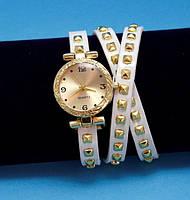 """Женские наручные часы-браслет на кожаном ремешке с заклепками """"Норсмэн"""", белые с золотым"""