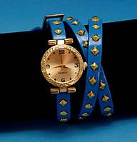 """Женские наручные часы-браслет на кожаном ремешке с заклепками """"Трафальгар"""", синие с золотым"""