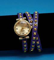 """Женские наручные часы-браслет на кожаном ремешке с заклепками """"Нортам"""", сиреневые с золотым"""