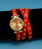 """Женские наручные часы-браслет на кожаном ремешке с заклепками """"Нубина"""", красные с золотым"""