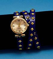 """Женские наручные часы-браслет на кожаном ремешке с заклепками """"Кейт"""", синие с золотым"""