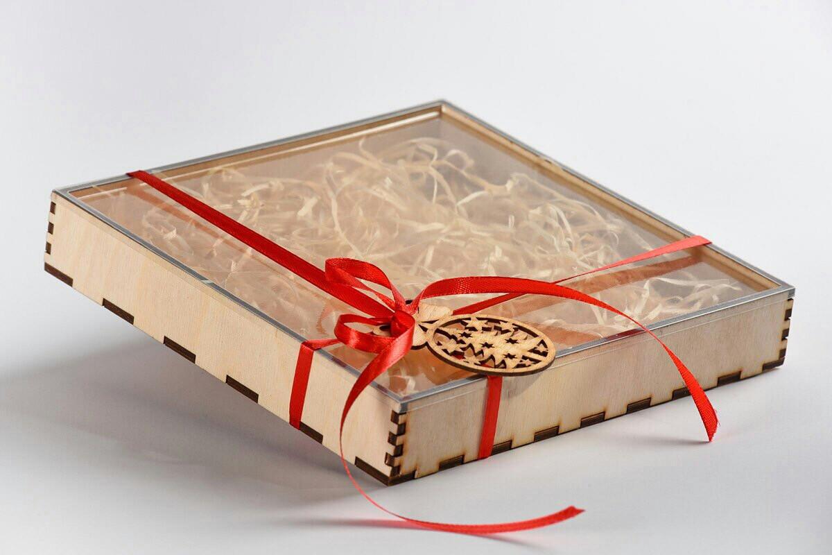 Коробка для пряников 150х150х30 с прозрачной крышкой