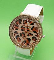 """Женские наручные часы с белым кожаным ремешком """"Ниоба стразы"""""""