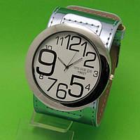 """Женские наручные часы с широким серебристым кожаным ремешком """"Таласса блеск"""""""