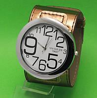 """Женские наручные часы с широким золотистым кожаным ремешком """"Таласса голд"""""""