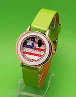 """Женские наручные часы с золотым корпусом и салатовым ремешком """"Маленькая Америка"""""""