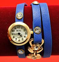 """Женские наручные часы-браслет на кожаном ремешке с крупными стразами """"Орфорд"""", синие"""