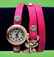 """Женские наручные часы-браслет на кожаном ремешке с крупными стразами """"Флакстон"""", розовые"""