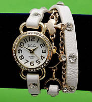 Женские наручные часы-браслет на кожаном ремешке с крупными стразами и цепочками, белые