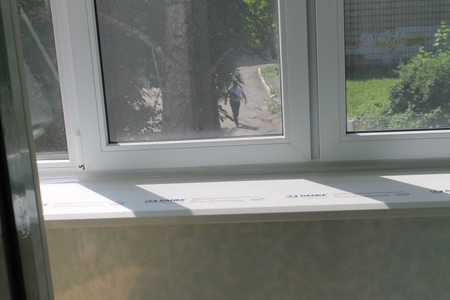 Балкон с выносом по подоконнику