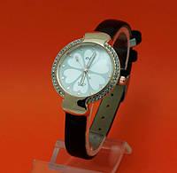 """Женские наручные часы с золотым корпусом и тонким кожаным ремешком  """"Техеда"""""""