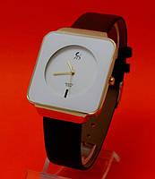 """Женские наручные часы с черным кожаным ремешком """"Харизма"""""""
