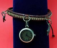 """Женские наручные часы-браслет на плетеном кожаном шнуре с подвесками """"Инверелл"""", коричневый с бежевым"""