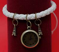 """Женские наручные часы-браслет на плетеном кожаном  шнуре с подвесками """"Диддиллибах"""", белый"""