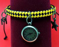 """Женские наручные часы-браслет на плетеном кожаном  шнуре с подвесками """"Сидней"""", черный с желтым"""
