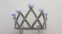 Детская  пластиковая корона с белыми бубонами