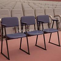 Кресла для актового зала секционные Алиса с подлокотниками на лыжах