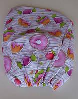 Простынь на резинке в детскую кроватку с изображением сладостей