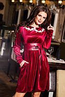 Вечернее короткое велюровое платье с кожаным поясом