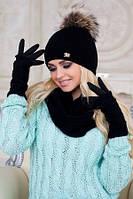 Теплый и уютный вязаный женский комплект состоящий из шапки, шарфа-восьмерки и перчаток