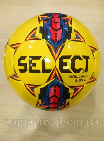 Футбольный мяч Select желтого цвета.
