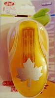 Фигурный дырокол (компостер) Кленовый лист 3.5-4 см