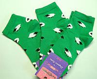 Женские носки в овечки зеленого цвета укороченные
