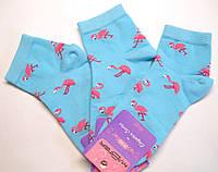 Голубые женские носки в розовые фламинго укороченные
