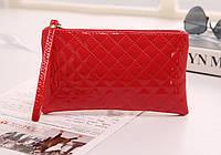 Лаковая сумочка-клатч Ромбы с ремешком на руку красная