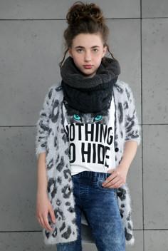 Модная вязанная кофта для девочки