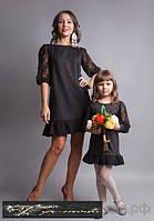 Комбинированное платье с гипюровыми рукавами и оборкой по низу