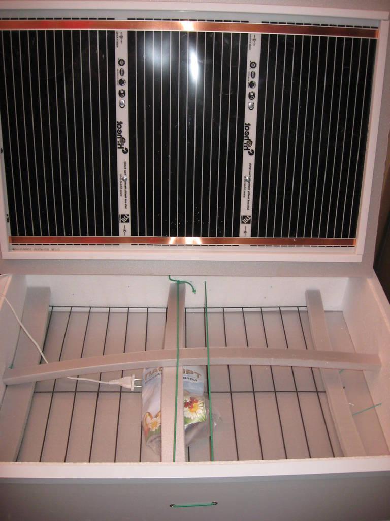Инкубатор для яиц бытовой Курочка Ряба ИБ-140МЦ тэновый