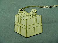 """Елочная игрушка из фанеры """"Подарок"""""""