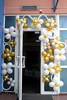 Оформление входа цветами из шариков