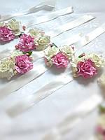 Бутоньерка на руку с белыми и розовыми розами подружкам невесты, украшение на девичник.